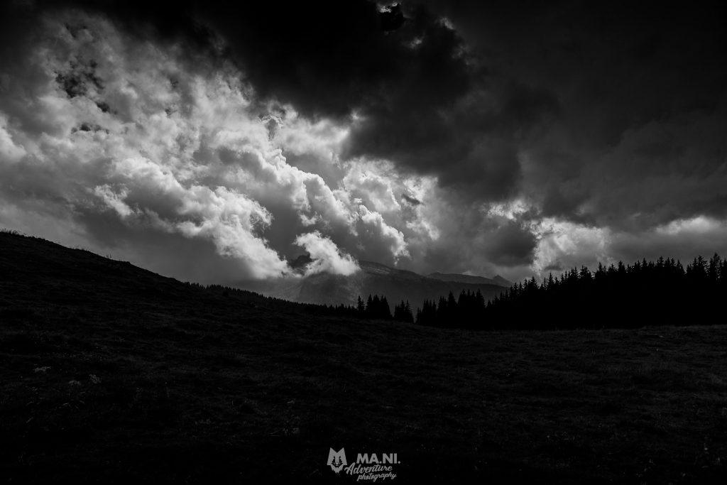 Sul paesaggio - paesaggio, paneveggio, natura, bianco e nero, atmosfere cupe