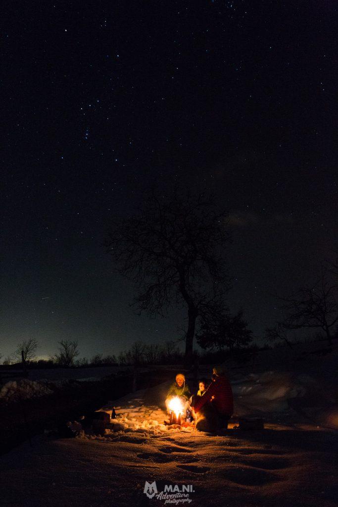 Le stelle stanno a guardare i racconti intorno al fuoco