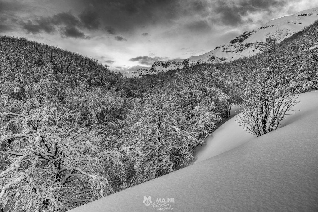 Il crinale tra emilia e toscana si mostra dopo un'intensa nevicata